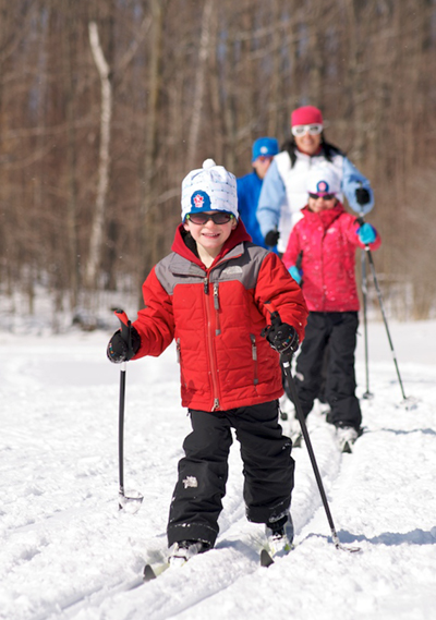 kids-skiing-scenic-caves